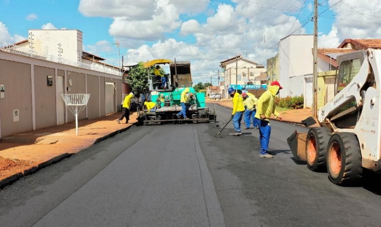 Rua sendo asfaltada