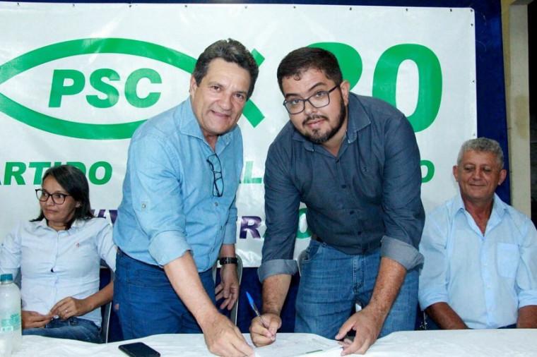 Médico Cleomar Bucar assina ficha de filiação ao PSC