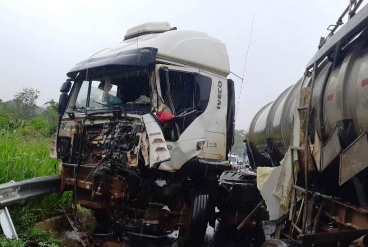 Um dos caminhões envolvidos no acidente