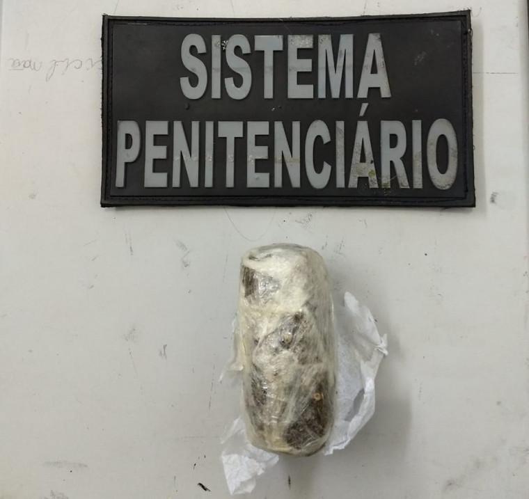 Uma mulher foi presa em flagrante ao tentar entrar com 95 gramas de maconha na CPP de Palmas