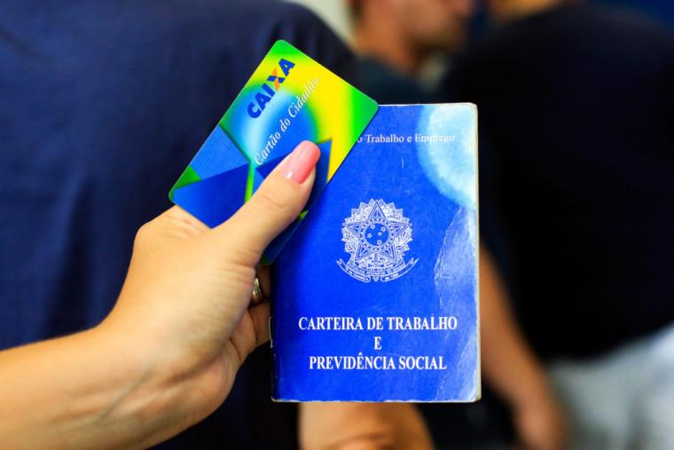 Os trabalhadores nascidos em agosto já podem sacar até R$ 500 do FGTS