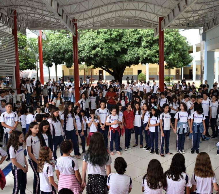 Estudantes do Colégio Santa Cruz comemoram centenário do padre Remígio
