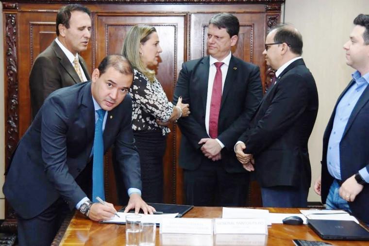 Vicentinho Júnior na reunião com o ministro Tarcísio de Freitas em agosto de 2019