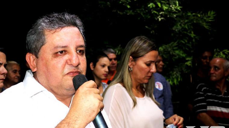 Jair Farias ao lado de Dulce Miranda, ambos do MDB