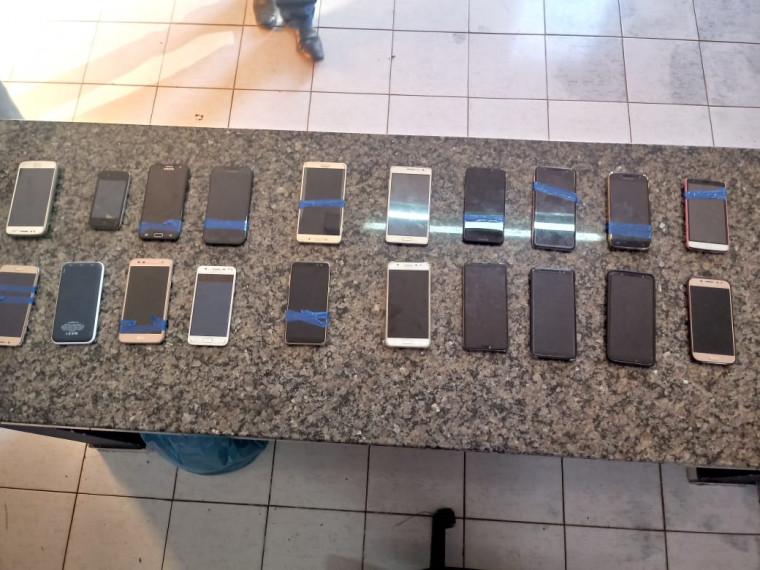 20 celulares estavam dentro de um veículo no estacionamento do show