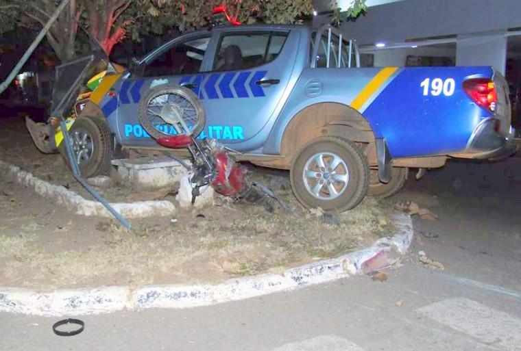 Os militares permaneceram no local do acidente e prestaram socorro a vítima