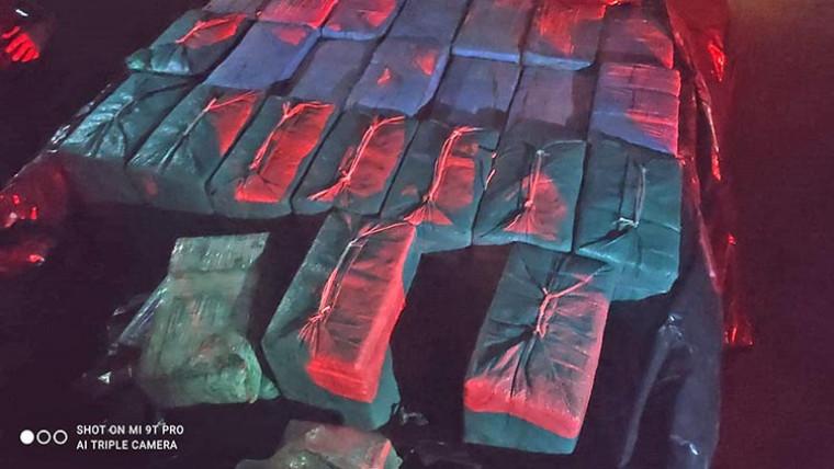 Mais de 800 kg de cocaína estavam numa caminhonete S10