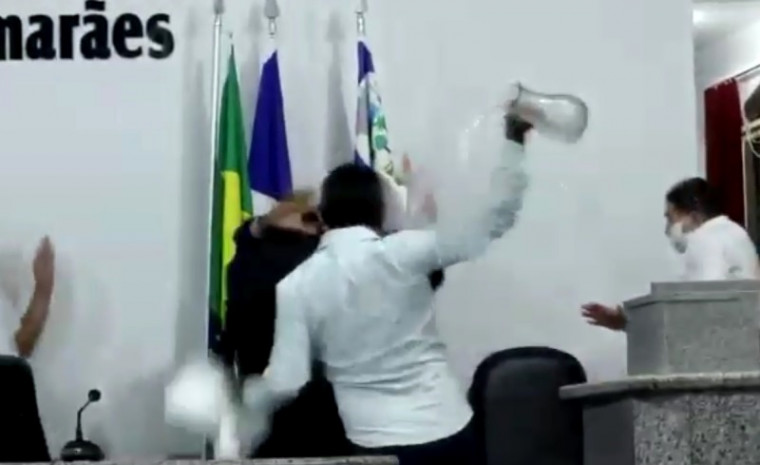 Vereadores brigam na Câmara de Augustinópolis