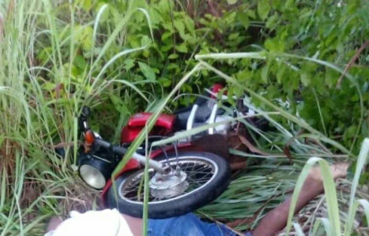 Moto no meio do mato