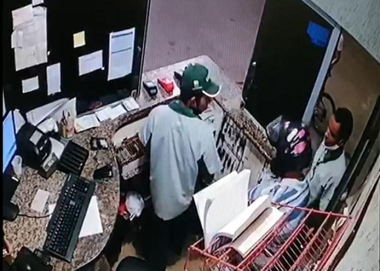 Funcionários foram rendidos pelo bandido