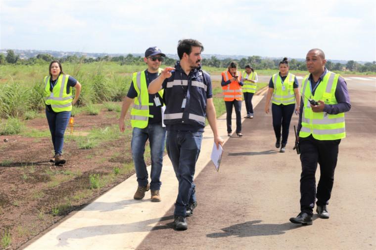 Técnicos da Anac no aeroporto de Araguaína