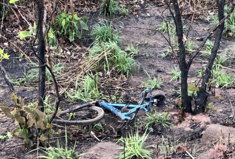 Com o impacto da batida os ciclistas foram arremessados cerca de 100 metros