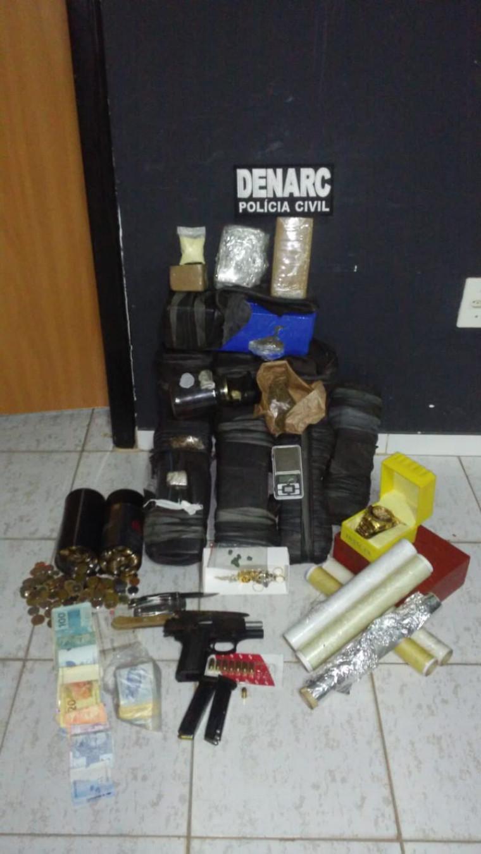 Drogas e objetos apreendidos durante a operação