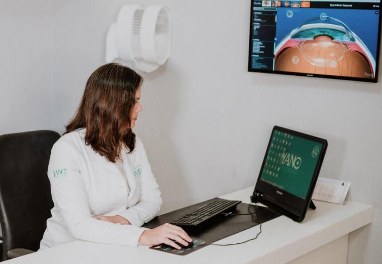 O armazenamento das lentes em soro fisiológico é um dos principais erros segundo a especialista