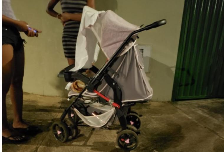 Carrinho onde um bebê estava
