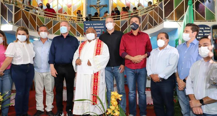 Na missa do Senhor do Bonfim, Governador foi recebido pelo pároco Leomar Souza