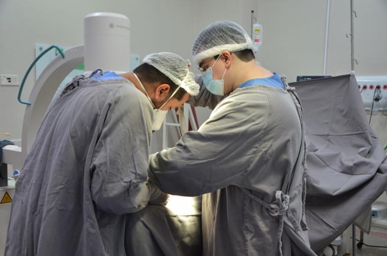 Cirurgia sendo realizada