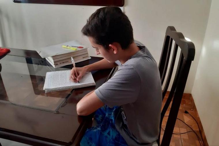 Ryan estudando