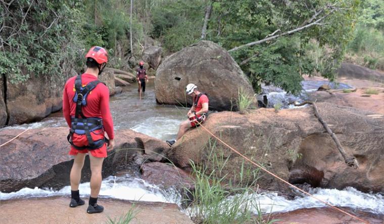 Local com muitas pedras e correntezas aumenta risco para banhistas