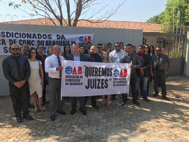 Advogados fazem manifesto para cobrar juízes em Comarca