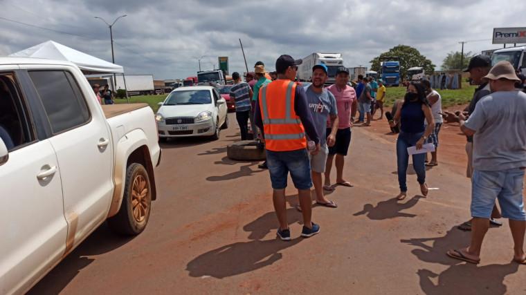 Bloqueio da BR-153 em Araguaína na manhã desta quinta-feira (9)