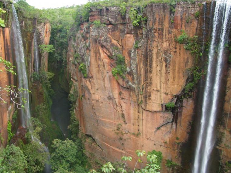 Cânion Encantado, em Almas, reúne trilhas e cachoeiras incríveis