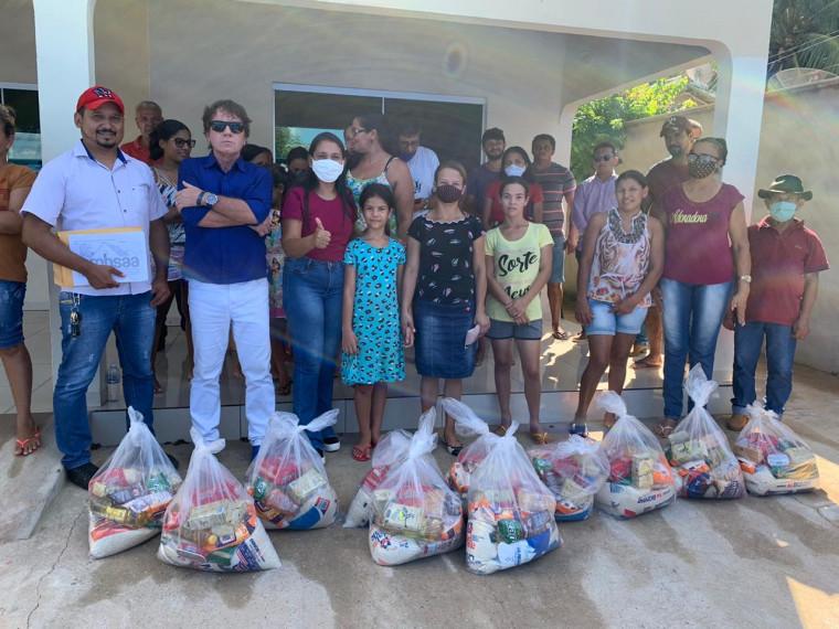 Entrega de cestas em Colinas do Tocantins