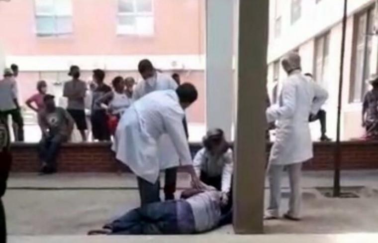 O paciente se feriu no tornozelo e aguarda na unidade para ser avaliado pela equipe de ortopedia
