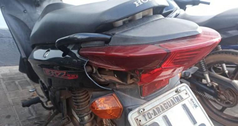 Moto com carenagem quebrada