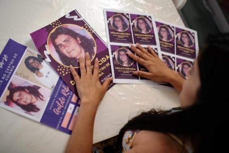 Filha tem viajado por vários locais espalhando panfletos em busca da mãe
