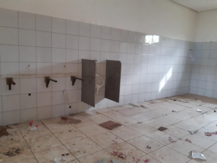 Banheiros do galpão