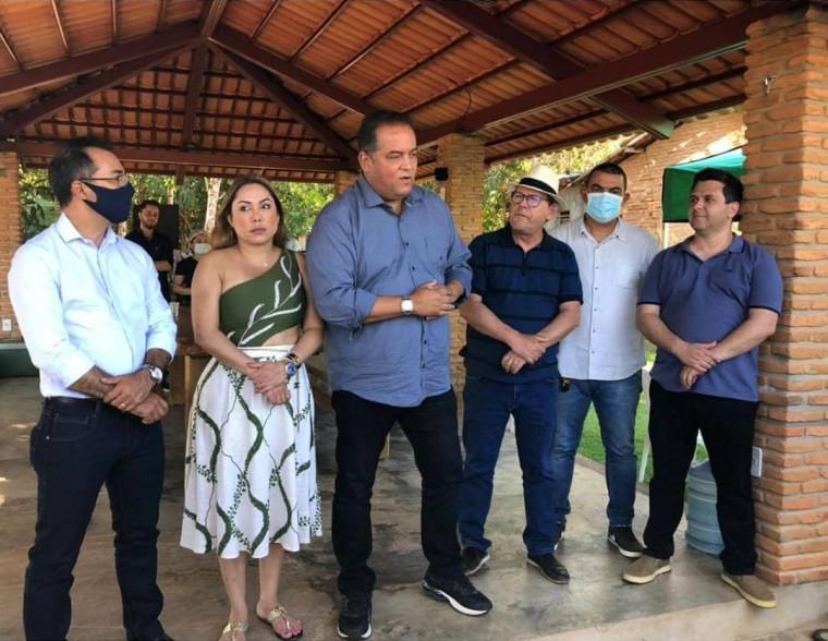 Senador Eduardo Gomes com lideranças políticas de Araguaína