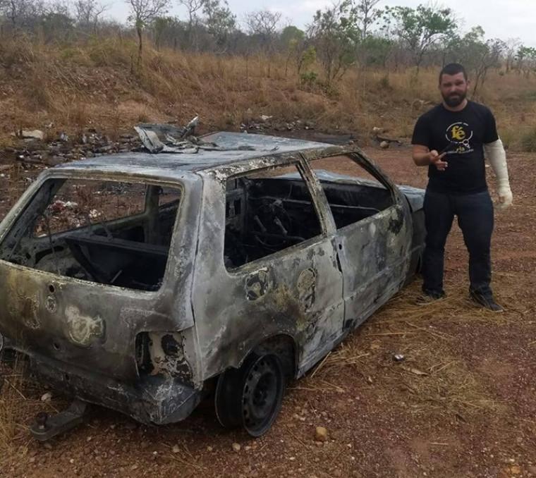 Veículo ficou totalmente destruído