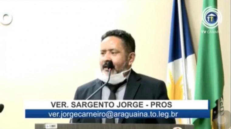 Vereador Sargento Carneiro (Pros) durante discurso na Câmara de Araguaína