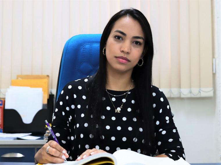 A nova controladora é graduada em Direito pelo Unitpac e pós-graduada em Gestão Pública