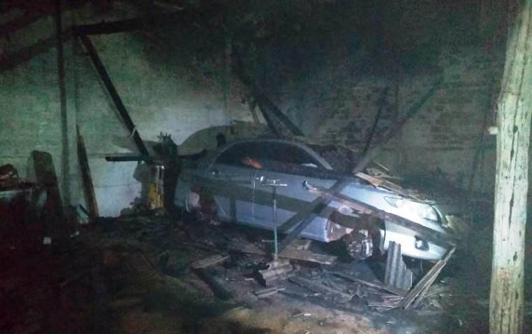 Outros carros não foram atingidos diretamente pelo fogo