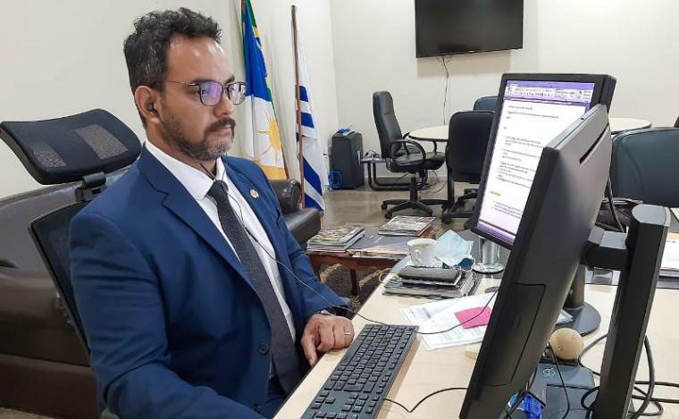 Barreto explicou a intenção em resguardar os direitos dos servidores
