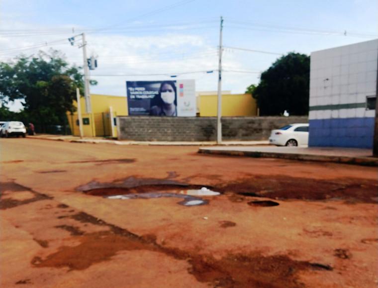Ruas de Gurupi estão tomadas por buracos