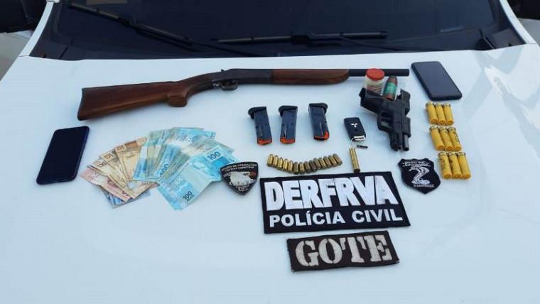 Armas, munições e dinheiro