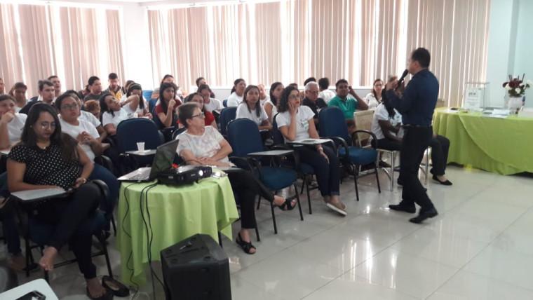 Trainer de Oratória,Luís Boenergio, faz palestra no HDT