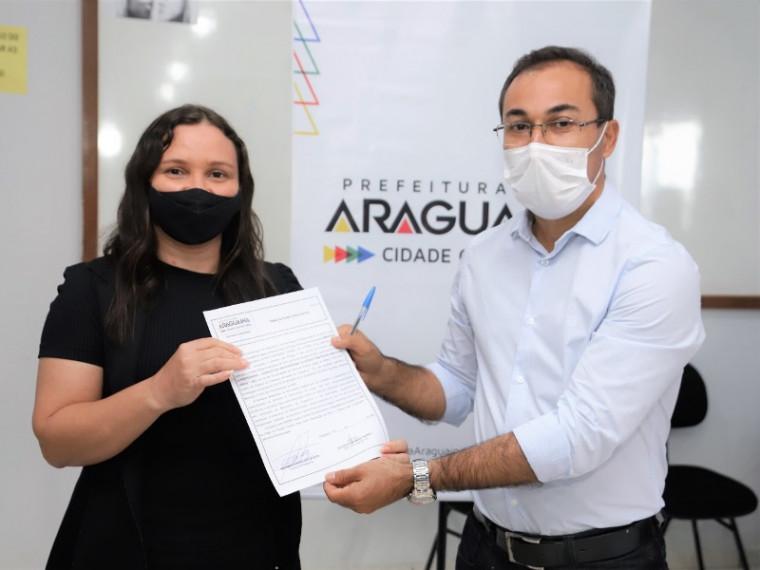 Ester Fernandes e o prefeito Wagner Rodrigues
