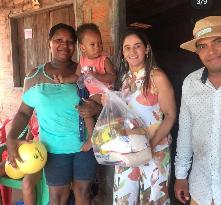 Famílias receberam cestas básicas durante a ação
