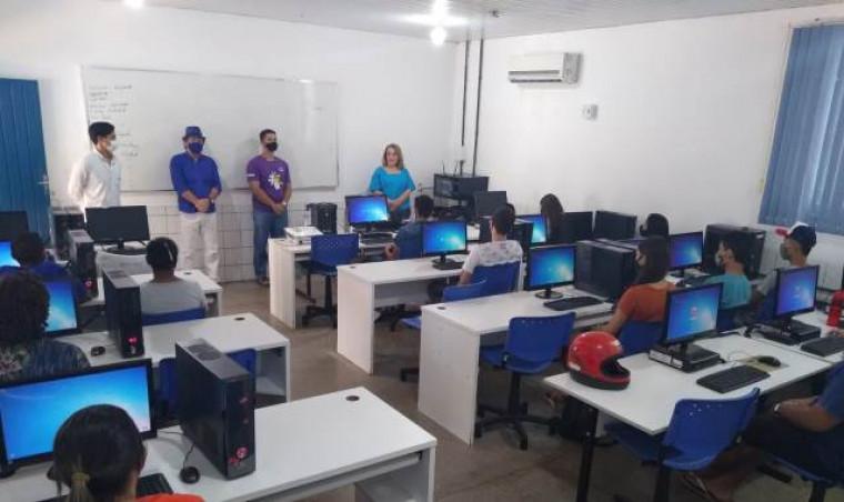 Registro da abertura de uma turma do curso de informática em Colinas do Tocantins