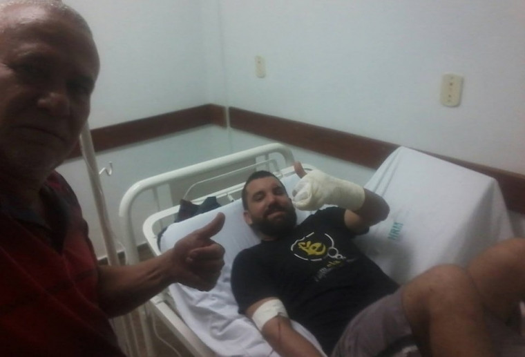 Pastor sendo atendido no Hospital de Arraias