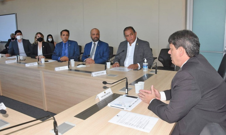 Comitiva tocantinense em reunião com o ministro da Infraestrutura