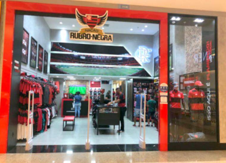 Além de uniformes, na loja, os torcedores podem adquirir diversos produtos oficiais do clube