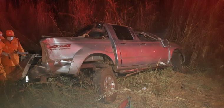 Outras duas pessoas que estavam na caminhonete tiveram ferimentos leves