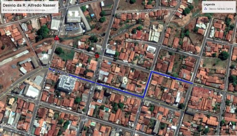 A orientação da ASTT para quem trafega pela Rua Ademar Vicente Ferreira, que liga o Setor Noroeste ao Centro, é a utilização do desvio pela Rua Araguaia