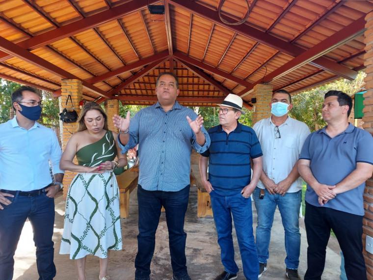 Senador Eduardo Gomes e demais autoridades