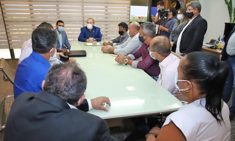 Audiência com prefeitos tratou de demandas das localidades e possibilidades de parcerias